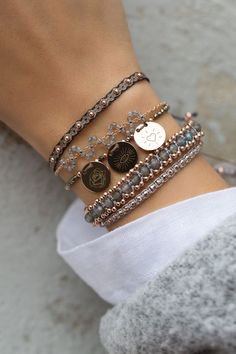 22 bracelets that show your personality glamhere com Cute Jewelry, Jewelry Box, Jewelry Accessories, Fashion Accessories, Jewelry Design, Fashion Jewelry, Diy Schmuck, Schmuck Design, Cute Bracelets