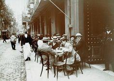 Waiter on Rambla  A waiter working on La Rambla sometime before 1910. Image from Arxiu Historic de la Ciutat de Barcelona, Arxiu Fotogràfic.