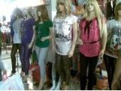 Tempat belanja garmen dengan harga yang miring, berbagai macam jenis baju, kaos dan celana serta aneka mcam aksesoris pakaian di jual di sini,