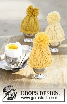 Chilled Eggs - Egg warmer for Easter, worked back and forth in DROPS Paris. - Free pattern by DROPS Design Knitting Patterns Free, Free Knitting, Baby Knitting, Free Pattern, Crochet Patterns, Finger Knitting, Scarf Patterns, Drops Design, Crochet Diagram