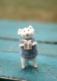 Winter mouse Beautiful mouse Little mouse by SvetlanaToys on Etsy Needle Felted Animals, Felt Animals, Cute Baby Animals, Needle Felting, Felt Mouse, Cute Mouse, Bear Doll, Little Doll, Felt Art