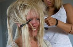 Funny hair (bride)  [wedding, bröllop, bröllopsfoto, håruppsättning]