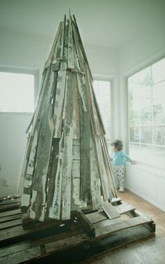 Reclaimed Wood Christmas Tree made from Vintage Shipping Pallets. || via Etsy.