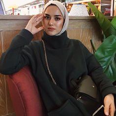 Ideas style hijab casual scarfs for 2019 Hijab Style, Casual Hijab Outfit, Hijab Chic, Casual Outfits, Beautiful Muslim Women, Beautiful Hijab, Modern Hijab Fashion, Muslim Fashion, Hijab Wear