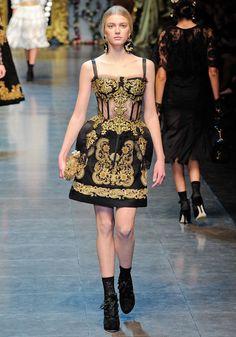La robe corset baroque    Vue au défilé Dolce & Gabbana le 27 février à Milan
