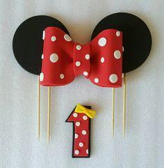 Minnie Mouse bow fondant cake topper von NessasCakesNCrochet