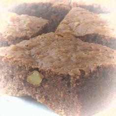Una vez había intentado hacer brownies pero no me gustaron como quedaron. La receta yo encontré que quedaba demasiado pesada, así que no la subí Ahora hice los brownies con nueces del libro de Dani…