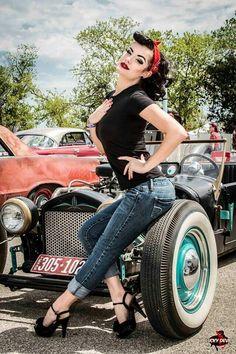 Rockabilly Fashion / Retro / Pin Up Girl / / Woman / Photography //♥ Retro Pin Up, Look Retro, Look Vintage, Vintage Pins, 50s Pin Up, Vintage Modern, Pin Up Car, 50s Look, Retro Vintage