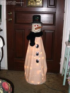 Snowman Made From Tomato Cage. I love all these tomato cage ideas. I have like 4 in my yard from previous home owners!
