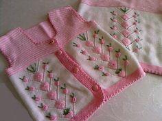 1609998 469397023160955 316188282 n Pembe beyaz örgü çocuk yelek modeli Baby Knitting Patterns, Knitting For Kids, Crochet For Kids, Baby Patterns, Crochet Baby, Knit Crochet, Baby Vest, Baby Cardigan, Embroidery Fashion