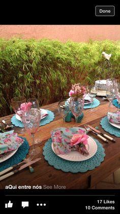 Gosto da combinação das cores azul + rosa (Azul tiffany e rosa). Sousplat* - Acesse: https://pitacoseachados.wordpress.com - https://www.facebook.com/pitacoseachados - #pitacoseachados