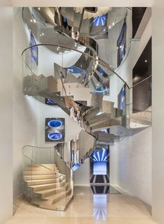 Boutique Dior in Seoul Christian de Portzamparc + Peter Marino Design Retail Interior, Best Interior, Design Blog, Store Design, Design Design, Boutique Dior, Christian De Portzamparc, Stainless Steel Staircase, Balustrades