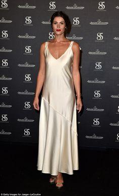 Gemma Arterton stuns in a cream silk slip at Venice Film Festival Gemma Arterton, Gemma Christina Arterton, Classy Outfits, Trendy Outfits, Loose Fit Jeans, Dinner Outfits, Different Dresses, Silk Slip, Celebrity Dresses