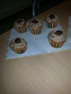 cupcake kinder maxi (cupcake vanille avec coeur fondant au kinder maxi et topping à la ganache de kinder maxi)