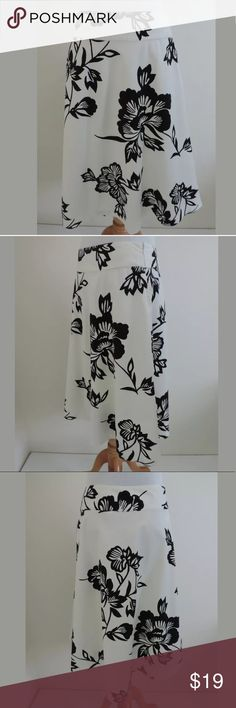 Gap A line skirt SKU: A5299  Skirt Length: 25 Fabric Content: 100% Cotton Waist: 27.75 GAP Skirts A-Line or Full