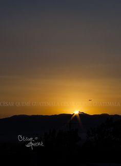 Sol y avión, juntos al amanecer...