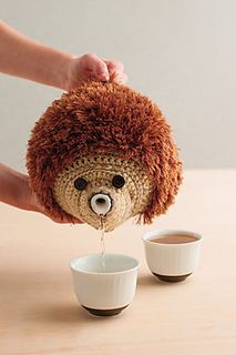 A crochet cozy that looks like a hedgehog! Hedgehog Teapot Cozy - Media - Crochet Me Rohde Rohde Grannies Crochet, Crochet Cozy, Cute Crochet, Crochet Crafts, Yarn Crafts, Crochet Geek, Crochet Potholders, Form Crochet, Geek Crafts