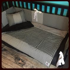 Black and white skulls and stripes… Can't go wrong with this combination in your nursery!