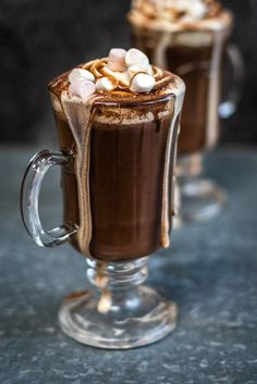 Red wine hot chocolate with marshmallows and whipped cream topping Red wine hot chocolate! This indulgent drink with marshmallows and whipped cream topping is definitely for grown ups only… Red Wine Hot Chocolate Recipe, Hot Cocoa Recipe, Cocoa Recipes, Dessert Recipes, Hot Chocolate With Marshmallows, Nutella Recipes, Thm Recipes, Healthy Recipes, Winter Drinks