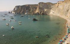 CHIAIA DI LUNA BEACH (PRAIA MEIA-LUA) O local fica em Ponza, a maior ilha do arquipélago de Pontine, no mar Tirreno.
