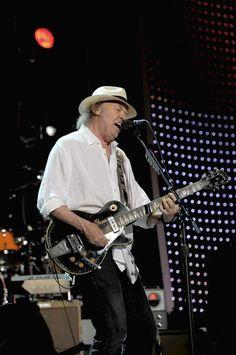 Neil Young shredding it again.