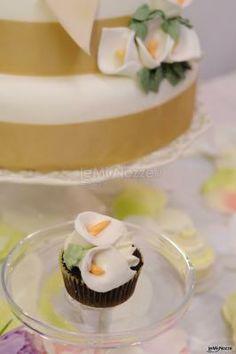 #cupcake e torta nuziale con fantasia di fiori