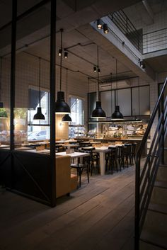 New hotels, restaurants and bars across the world (travel, hotel, bar, restaurant) Cafe Bistro, Cafe Bar, Cafe Restaurant, Restaurant Design, Moraira, Vintage Industrial Decor, Cafe Shop, Cool Cafe, Cafe Design