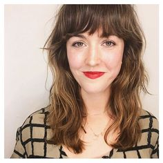 Soft razor cut layers and full bangs. ❤️ Just and salt spray. to make it a little shiny. Haircuts For Wavy Hair, Messy Hairstyles, Full Bangs, Bohemian Hairstyles, Hair Flip, Dream Hair, Stylish Hair, Curly Girl, Grow Hair
