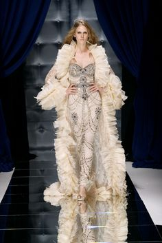 Take a look to Zuhair Murad Haute Couture Fall Winter the fashion accessories and outfits seen on Parigi runaways. Zuhair Murad, Lingerie Plus Size, Hot Lingerie, Pretty Dresses, Sexy Dresses, Formal Dresses, Sexy Gown, Wedding Dresses, High Fashion