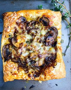 Balsamic Glazed Mushroom & Shallot Puff Pastry Tart - Tastefully Grace Puff Pastry Recipes Savory, Puff Pastry Pizza, Savory Tart, Savoury Baking, Crab Cakes Recipe Best, Mushroom Tart, Balsamic Mushrooms, Appetisers, Mushroom Recipes