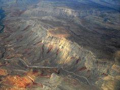 Et si vous vous envoliez dans ces lieux inexplorés : quelque part entre Las Vegas et Marbre Canyon vue du ciel http://ift.tt/2iUA8p8 http://ift.tt/2BegkYL .............................................................. #trips #travels #treks #world_places #nature #earth #lost_world_treasures #fantastic #destinationearth #awesomeearth #fantastic_earth #mountains #bestdiscovery  #earthlandscape  #caves #nature_waterfalls #bestwaterfalls #beautifuldestinations #mountainscape #nature_waterfalls…