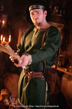 Mittelalter-Kleidung des Edelmannes Langarm Tunika, grün . Holzapfel?