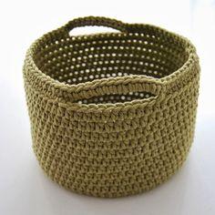 Toer Haak 2 keerlossen en haak in ieder Crochet Basket Pattern, Granny Square Crochet Pattern, Crochet Patterns, Crochet Baskets, Crochet Home, Crochet Baby, Knit Crochet, Diy Crochet Projects, Crochet Storage