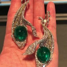 @rkjewels. Magnificent emerald bowling balls disguised as peas in succulent diamond pods. Voila! #cindychao @cindychao_artjewel @christiesjewels#diamond #emerald #peapod