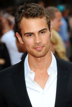 Theo James is Four in Divergent   Lainey Gossip Entertainment Update