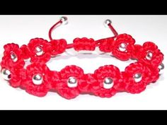 PULSERA CON CUENTAS Y FLORES DE NUDOS DE MACRAME - i think this is spanish, but can still follow as video is very clear