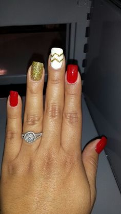LOVE these niner nails! Love Nails, How To Do Nails, Pretty Nails, Fun Nails, Hallographic Nails, Manicures, 49ers Nails, Football Nails, Nfl Football