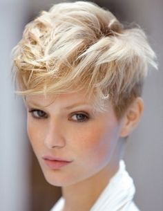 There is nothing I don't like about this. Beautiful blonde, nice clean undercut... Perfect hairrr.