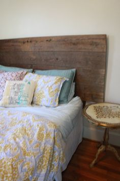 Barn Door Head Board. Very Cool Rustic Headboards, Old Doors, Reuse Recycle, How To Make Bed, Crafty Projects, New Room, Better Homes, Board Ideas, Apartment Living