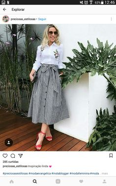 Skirts are a very popular mix all year round. Girls who learn to use skirts to change the overall proportion and create everyday wear must… Modesty Fashion, Hijab Fashion, Girl Fashion, Fashion Dresses, Casual Skirt Outfits, Classy Outfits, Modest Dresses, Modest Outfits, Trendy Outfits
