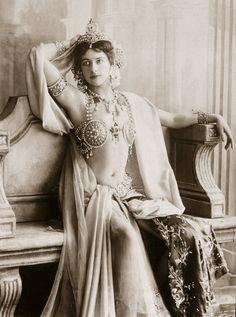 L'ancienne cour -Mata Hari -