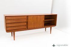 Danish Design Teak sideboard Designer: Gunni Omann Model No.18