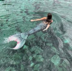 Image shared by Ihana Nartelb. Find images and videos about water, fantasy and mermaid on We Heart It - the app to get lost in what you love. Mermaid Cove, Mermaid Art, Mermaid Paintings, Tattoo Mermaid, Vintage Mermaid, Real Mermaids, Mermaids And Mermen, Fantasy Mermaids, Realistic Mermaid Tails