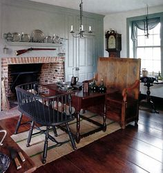 tavern style dining room - love this double bench seat Primitive Homes, Primitive Living Room, Primitive Kitchen, Primitive Decor, Primitive Furniture, Primitive Country, Colonial Home Decor, Colonial Kitchen, Colonial Decorating