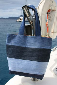 Denim vacation tote: To make tote, use 4 pairs of old jeans in varying colors of denim. Cut 6 inch wide strips from legs of jeans. (The 8 legs yielded enough strips of denim to make 2 totes). Sew strips together, cut out tote bag pattern, & sew bag toget Sacs Tote Bags, Denim Tote Bags, Denim Bags From Jeans, Diy Denim Purse, Ripped Jeans, Denim Jean Purses, Blue Jean Purses, Denim Shirts, Diy Jeans