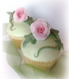 Romantic cupcakes by SmallThingsIced
