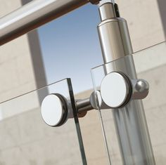 Barandilla aluminio Inox y cristal atornillado Glass Handrail, Glass Railing System, Staircase Handrail, Glass Stairs, Railings, Steel Railing Design, Balcony Railing Design, Glass Wall Design, Window Design