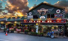 a diner in country town Palmwoods, Queensland. Garage Bar, Man Cave Garage, Garage House, Dream Garage, Car Garage, Home Workshop, Garage Workshop, Restaurant Exterior, Diner Restaurant