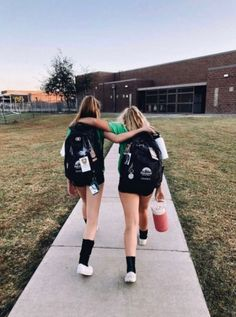 Me and My bff on the first day of school Photos Bff, Best Friend Photos, Best Friend Goals, Friend Pics, Bff Pics, Soirée Pyjama Party, Soccer Pictures, Funny Volleyball Pictures, Volleyball Poses