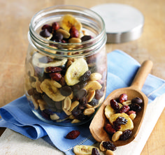 Caveman Crunch Mix: Mix up a batch of this trail mix for an easy game day snack! Raisin Recipes, Game Day Snacks, Oatmeal, Breakfast, Maid, Sun, The Oatmeal, Morning Coffee, Rolled Oats